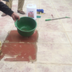 Tẩy xi măng cho nền gạch đỏ bằng nước tẩy chuyên dụng, chất lượng